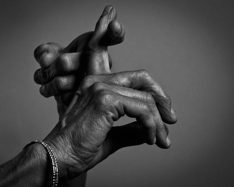 Hands_S02_1s.jpg