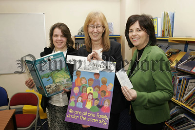 Northern Bank Community Grant Scheme awarded to Windsor Hill PS, Pictured Ruth Henning,(FAST Community Group),Heather Irvine,(Principle),Oonagh Murtagh, (Northern Bank). The money will be used for multi cultural activities at Windsor Hill school. 07W6N21