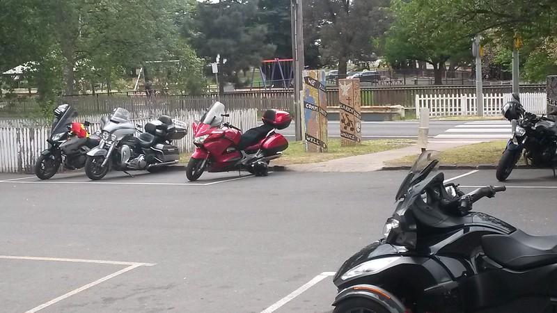 Gentle's Ride to the Pyalong Hotel I-4dQbKsN-L