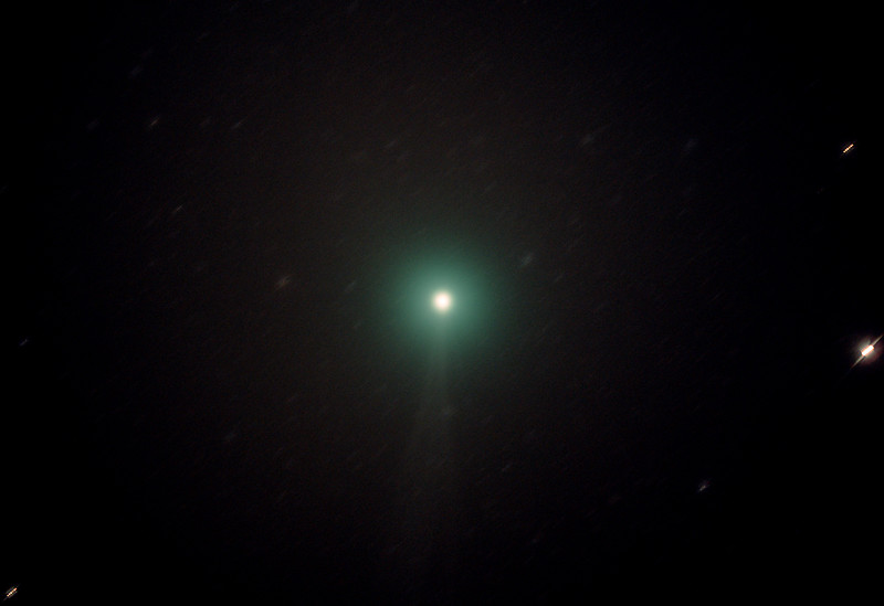 Comet C/2014 Q2 Lovejoy - 21/12/2014 (Processed cropped stack - Stars trailed)