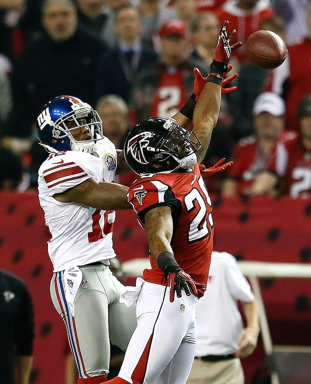 . Dominique Franks #29 of the Atlanta Falcons breaks up a pass intended for Jerrel Jernigan #12 of the New York Giants at Georgia Dome on December 16, 2012 in Atlanta, Georgia.  (Photo by Kevin C. Cox/Getty Images)