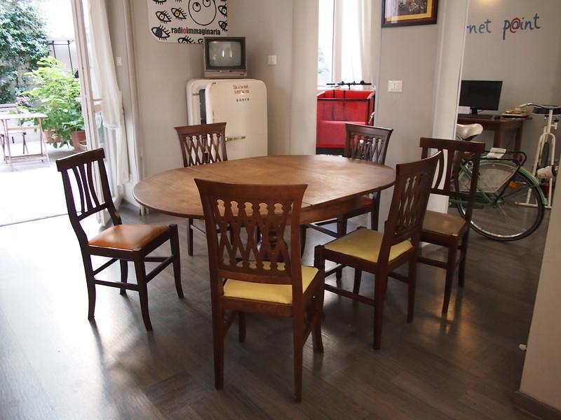 P7165100-common-table.JPG