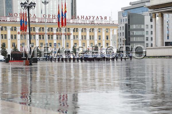 Монгол Улсын Төрийн далбааг мандуулах ёслол боллоо