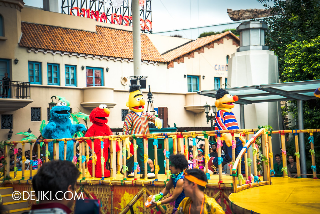Universal Studios Singapore - Park Update May 2016 / Universal Studios Singapore Soak Out - Sesame Street Gang