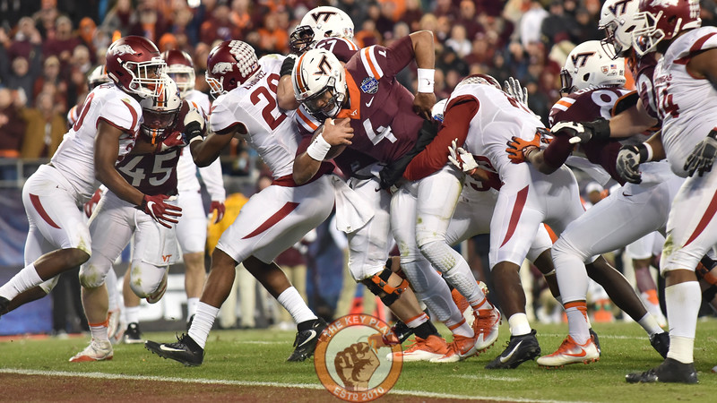 Virginia Tech quarterback Jerod Evans (4) rushes for a touchdown in the second half. (Michael Shroyer/ TheKeyPlay.com)