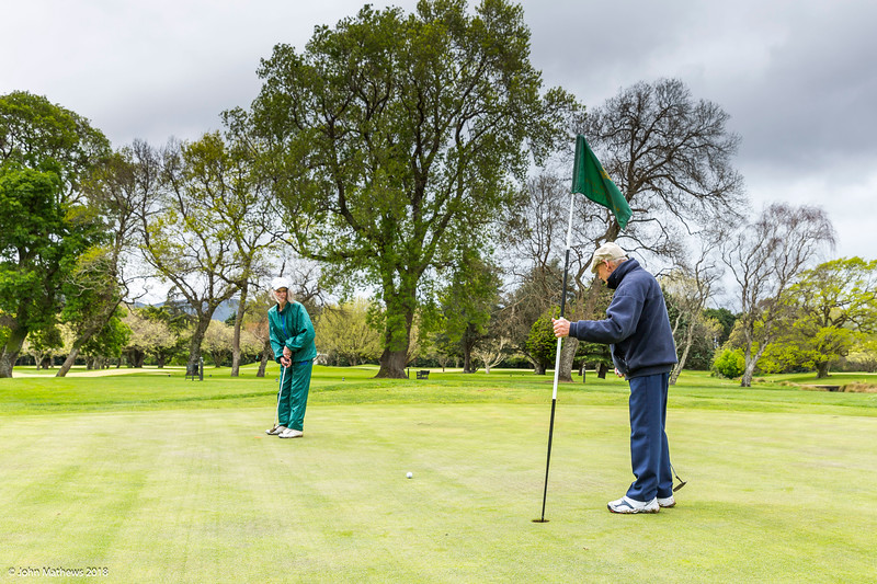 20181001 Gaye & Ken playing golf at RWGC _JM_5501.jpg