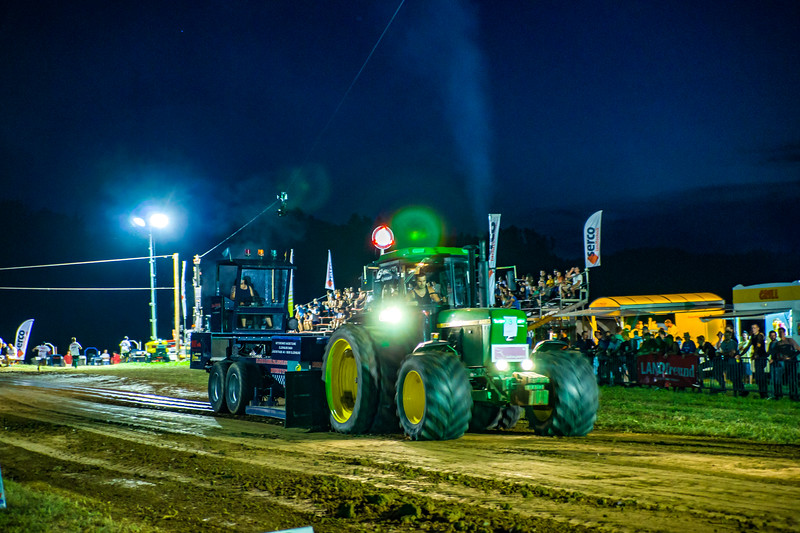 Tractor Pulling 2015-01776.jpg
