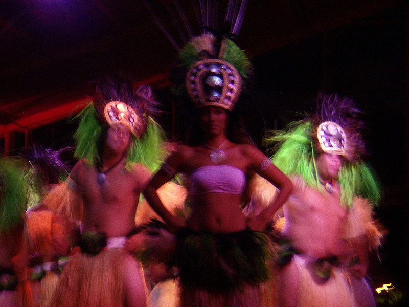 Theatrical Luau Kalamaku tells the story of the Hawaiian Islands. See www.luaukalamaku.com
