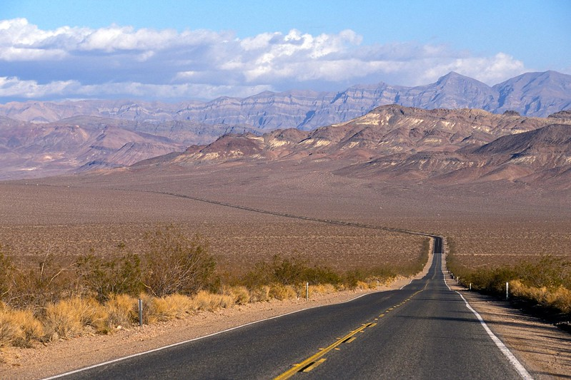 LS09-1-279-9: Lonely road to Shoshone: Highway 178 in Death Valley National Park, CA