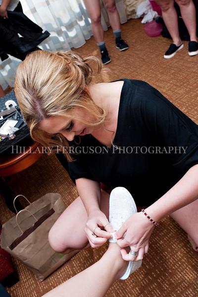 Hillary_Ferguson_Photography_Melinda+Derek_Getting_Ready047.jpg