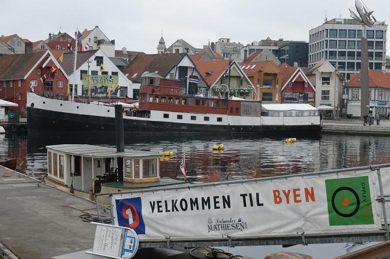 In den Sechzigern wurde die Jøsenfjord hinten verlängert, um Platz für Autos zu schaffen. In Holland wurde sie zuletzt als Hausboot genutzt.