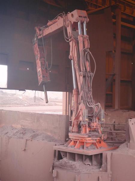 NPK B6500 pedestal boom system with GH10 hydraulic hammer-secondary rock breaking (1).JPG