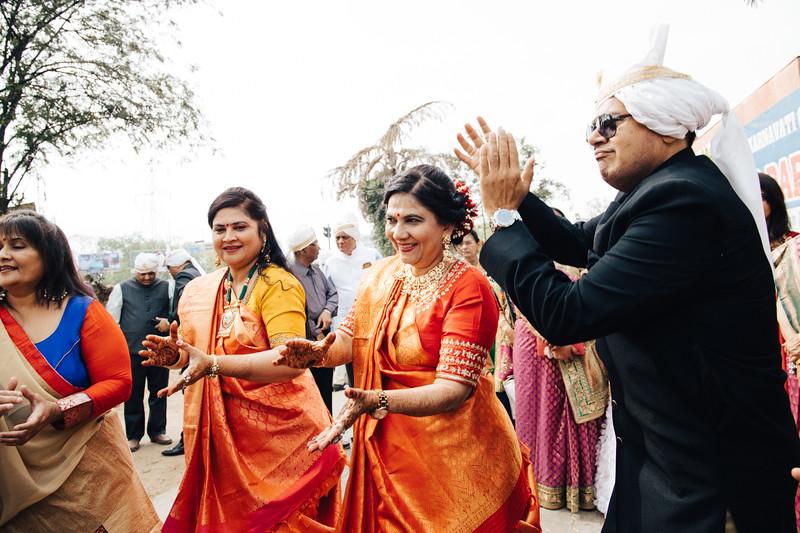 Poojan + Aneri - Wedding Day EOSR Card 1-0567.jpg