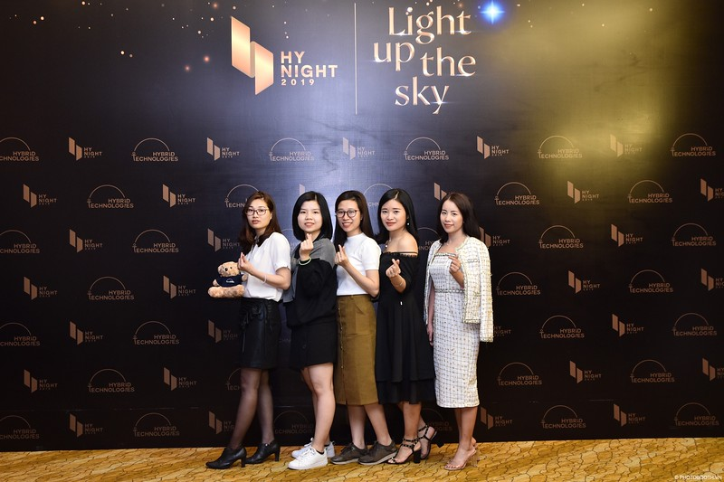 Hybrid-Technologies-year-end-party-instant-print-photo-booth-in-Hanoi-Chup-hinh-lay-ngay-Tat-nien-WefieBox-Photobooth-Hanoi-98.jpg