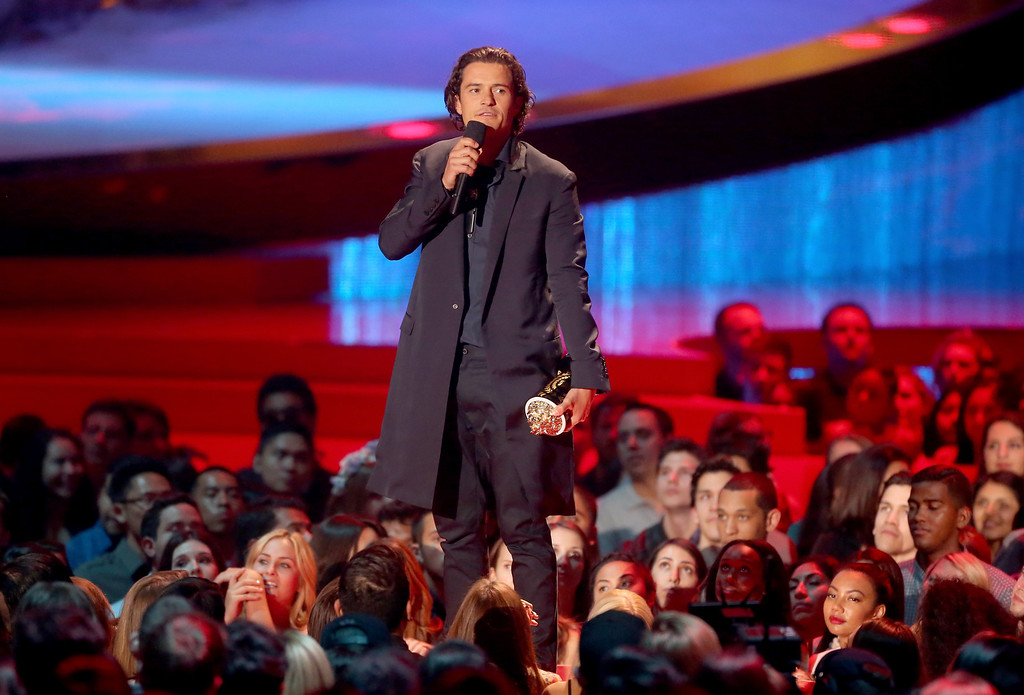 . Actor Orlando Bloom accepts the Best Fight award for \'The Hobbit: The Desolation of Smaug\' onstage at the 2014 MTV Movie Awards at Nokia Theatre L.A. Live on April 13, 2014 in Los Angeles, California.  (Photo by Frederick M. Brown/Getty Images)