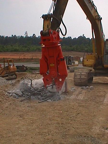NPK M20G concrete pulverizer on Kobelco excavator-concrete crushing (7).JPG