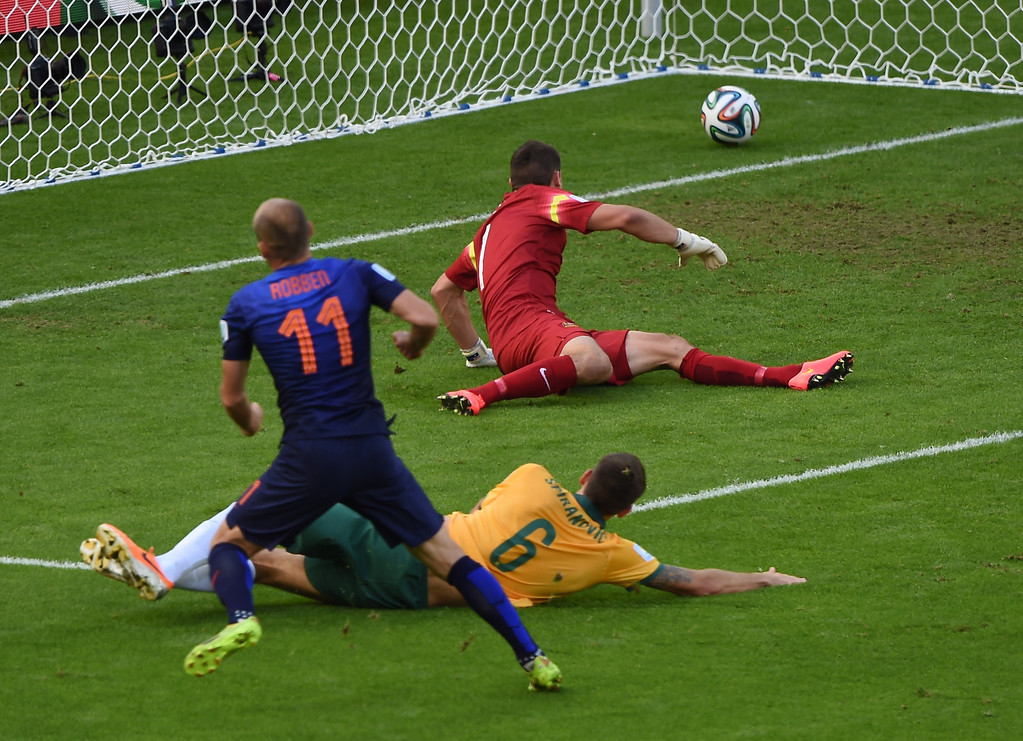 . Netherlands\' forward Arjen Robben (L) scores during a Group B football match between Australia and the Netherlands at the Beira-Rio Stadium in Porto Alegre during the 2014 FIFA World Cup on June 18, 2014. LUIS ACOSTA/AFP/Getty Images