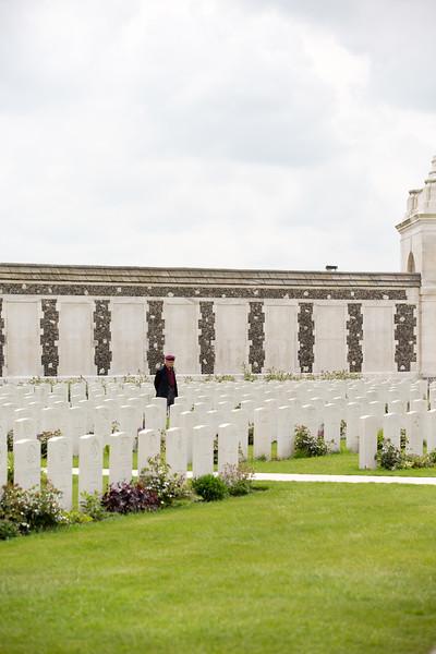 Ypres Tyne Cot Cemetery (67 of 123).jpg