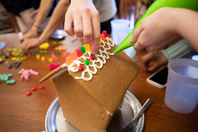 12/6/18: Gingerbread House Decorating