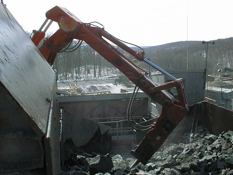 NPK B6500 pedestal boom system with E210A hydraulic hammer-secondary rock breaking (7).jpg
