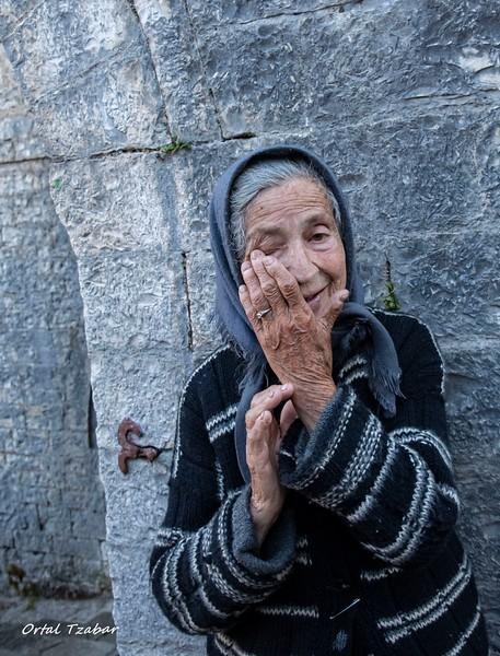 הזקנה בכנסיה 5.jpg
