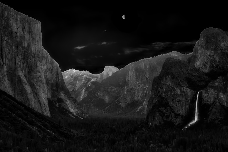 Moon over Half Dome 1001.jpg