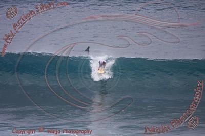 <font color=#F75D59>2008_07_02 - Surfing Uluwatu, BALI - Kurt</font>