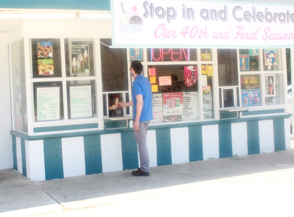 . Tawana Roberts � The News-Herald <br> Kuhar�s Pizza Oven and Dairy Freeze at 970 Riverside Drive in Painesville Township is celebrating its 40th and final season.