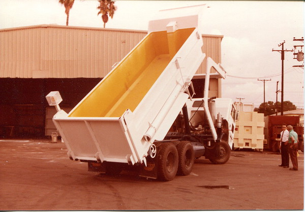 Open Top Front Load Dump Truck