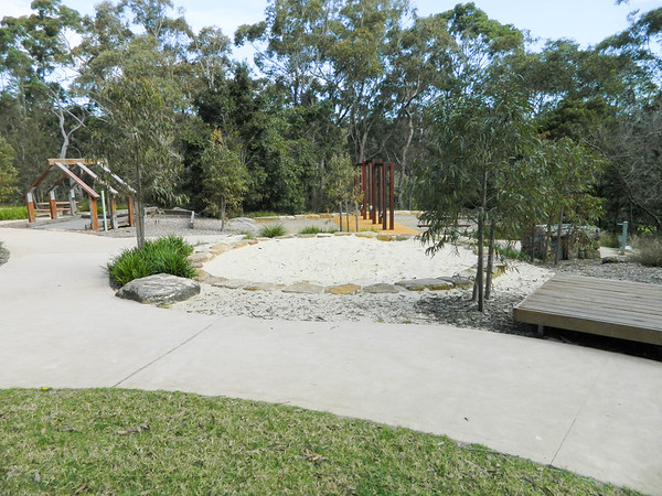 panorama with sandpit pallet seat swing and cubby