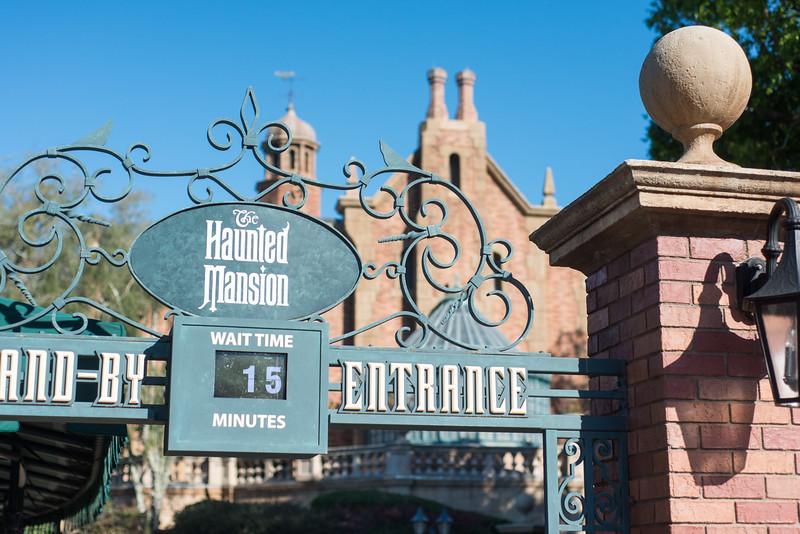 Haunted Mansion Wait - Magic Kingdom Walt Disney World