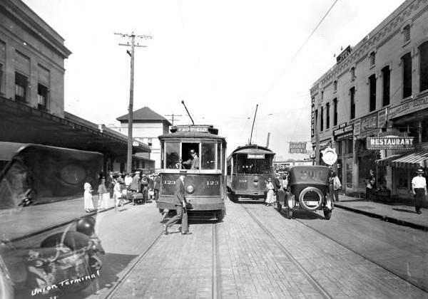 Bay Street2 - 1921.jpg