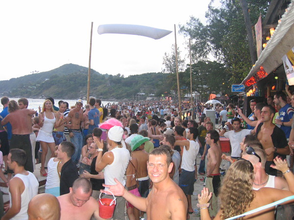 this is how crowded the party is after sunrise