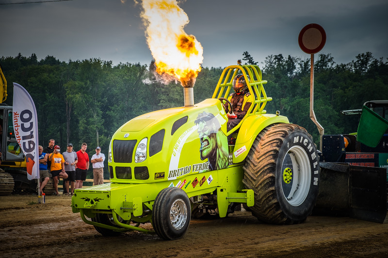 Tractor Pulling 2015 XE2-2622.jpg