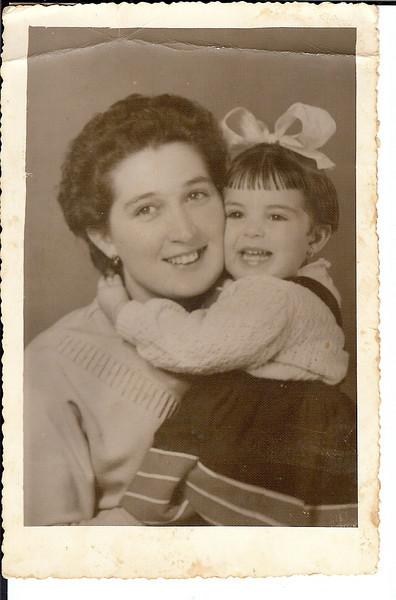 """Teresa """"Adalberto"""" e Zélinha, 1956"""