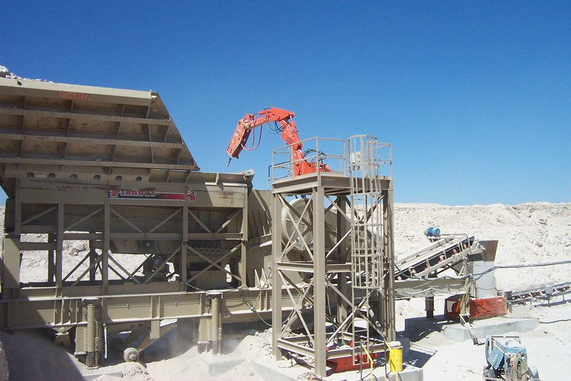 NPK B040 pedestal boom system with E series hydraulic hammer-rock breaking in quarry (13).jpg
