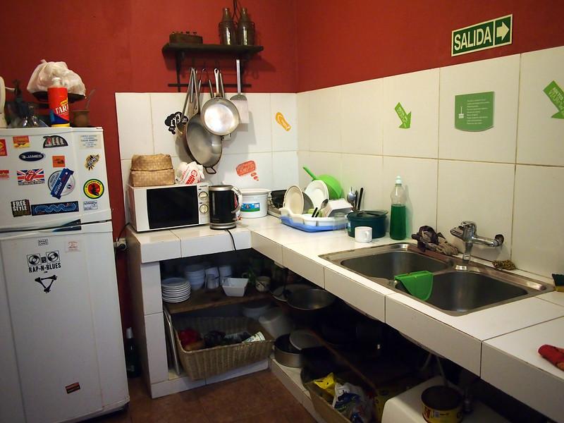 PA224692-che-lagarto-hostel-kitchen.JPG