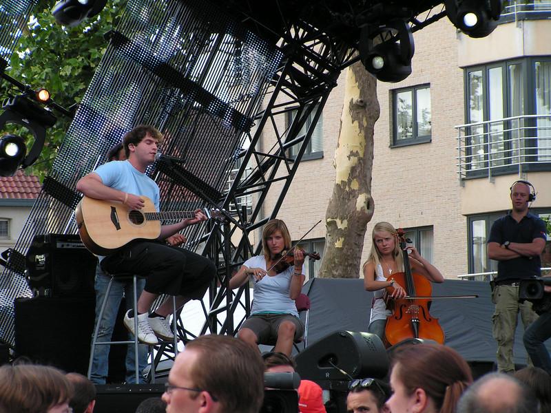 'Tom Dice', Ellektra en Kathleen waren eerder deze zomer al eens te te gast bij Hit The Road, maar gezien hun populariteit bij muziekminnend Vlaanderen, mogen zij ook niet ontbreken op deze editie.
