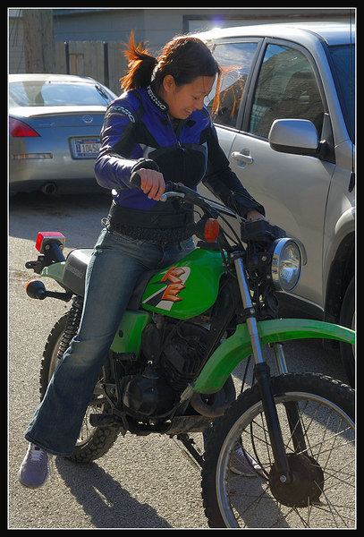 Connie checking out Mark's new dirtbike.. Wish she was just a bit taller :)