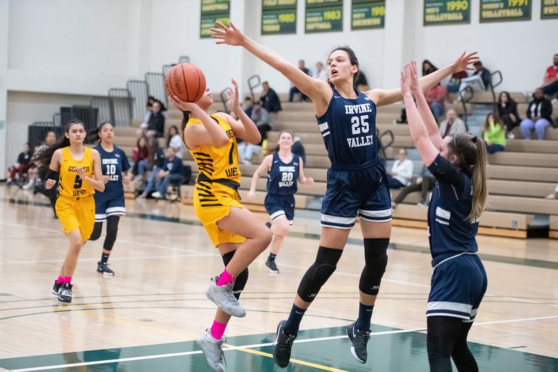 Basketball-W-2020-01-31-7784.jpg