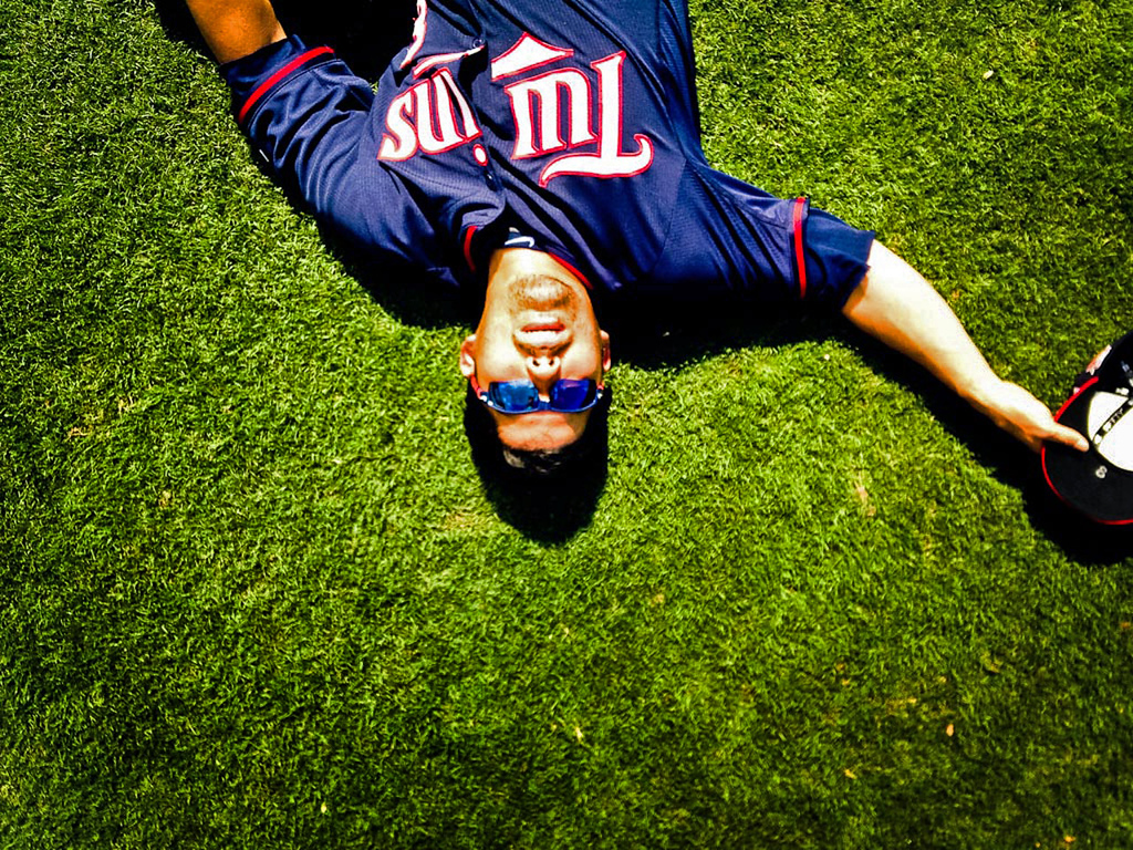 . Catcher Kurt Suzuki soaks up some rays during a break. (Pioneer Press: Ben Garvin)