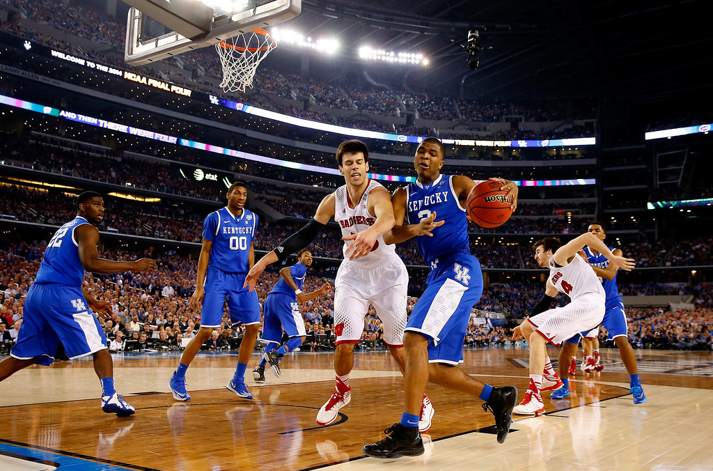 . ARLINGTON, TX - APRIL 05: Aaron Harrison #2 of the Kentucky Wildcats goes to the basket as Duje Dukan #13 of the Wisconsin Badgers defends during the NCAA Men\'s Final Four Semifinal at AT&T Stadium on April 5, 2014 in Arlington, Texas.  (Photo by Tom Pennington/Getty Images)