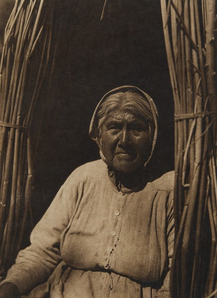 Eastern Pomo woman (The North American Indian, v. XIV. Norwood, MA, The Plimpton Press, 1924)