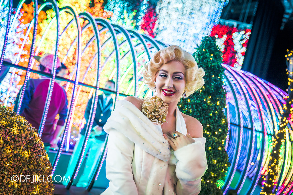 Universal Studios Singapore - Santa's All-Star Christmas 2016 / The Universal Journey - Herald's Square Marilyn with Rainbow tube behind