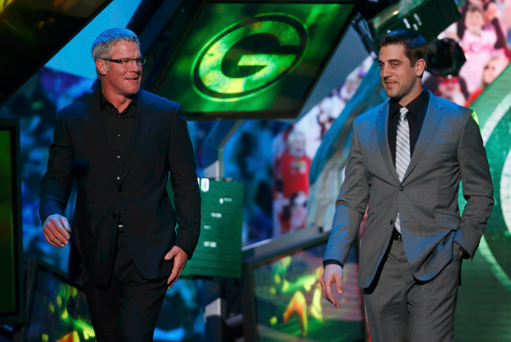 . Former Green Bay Packers quarterback Brett Favre (L) and current Packers quarterback Aaron Rodgers are shown onstage during the NFL Honors award show in New Orleans, Louisiana February 2, 2013.   REUTERS/Jeff Haynes