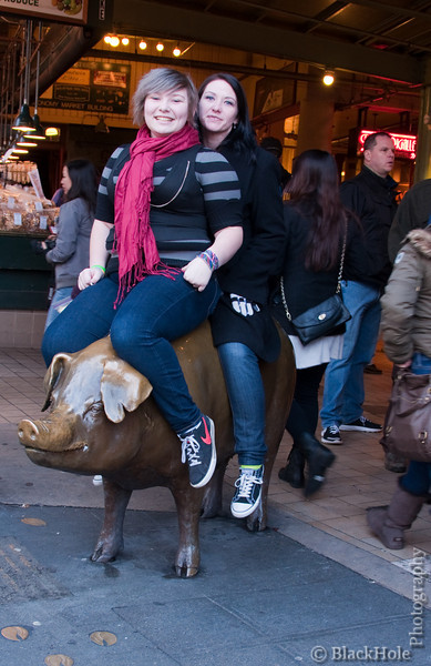 The girls and Rachel the Pig, Pike Place Market
