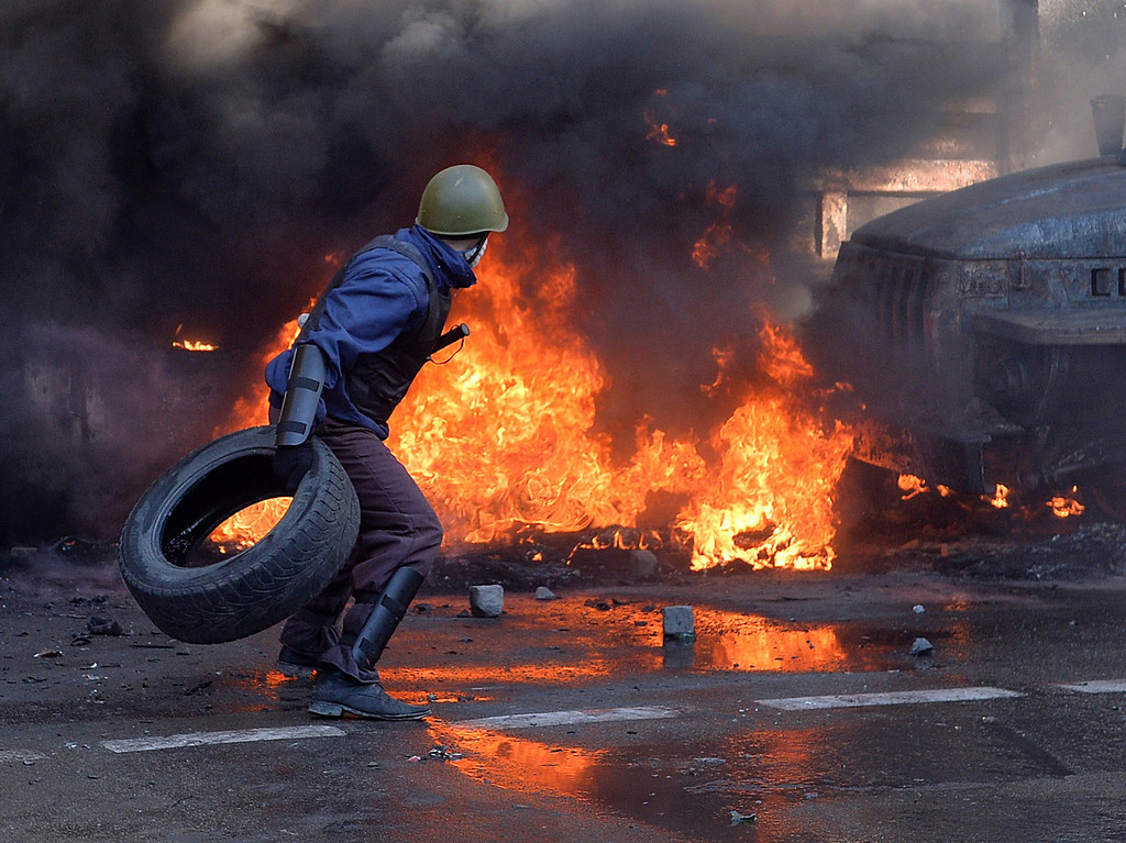 . Anti-government protesters clash with riot police in central Kiev on February 18, 2014.  AFP PHOTO/ SERGEI  SUPINSKY/AFP/Getty Images
