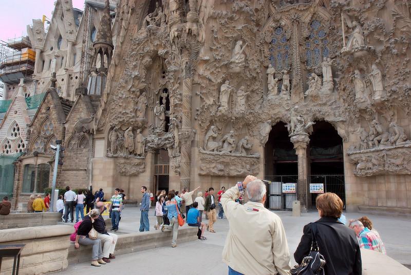 Sagrada_Familia in back