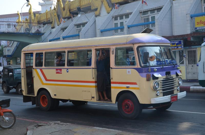 DSC_5055-old-bus.JPG