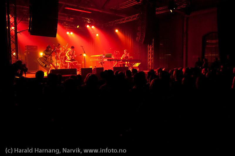 30.3.2011: Konsert Lokstall 1, Katzenjammer, full sal.